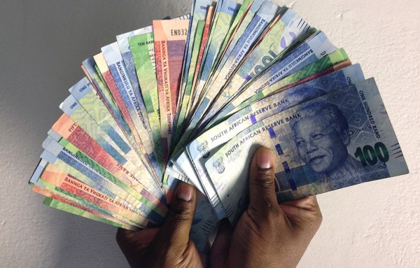 web_photo_money_cash_economy_180315